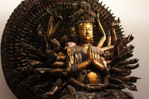 Statue-du-bouddha-Milles-bras-et-milles-yeux